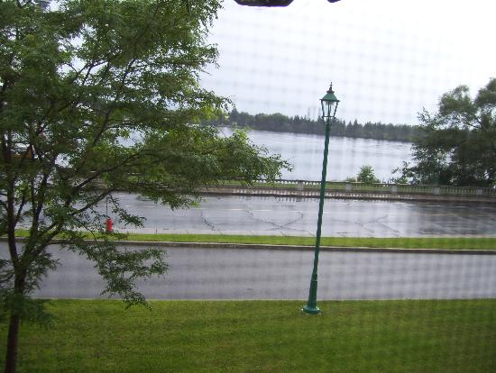 Auberge Gouverneur Shawinigan: the St. Maurice River from our room.