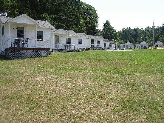 Emery's Cottages on the Shore: The cabins