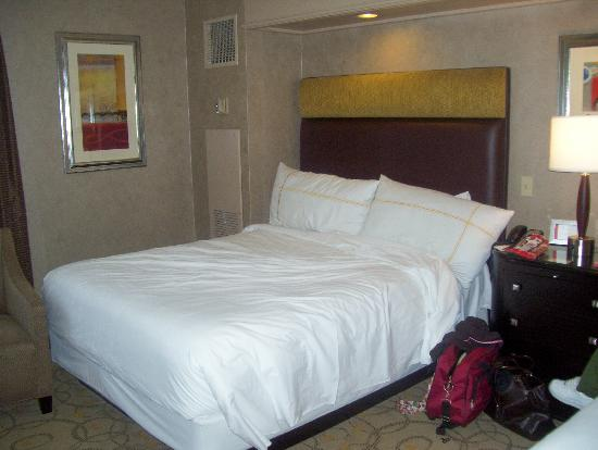 Treasure Island - TI Hotel & Casino: one of the queen sized beds