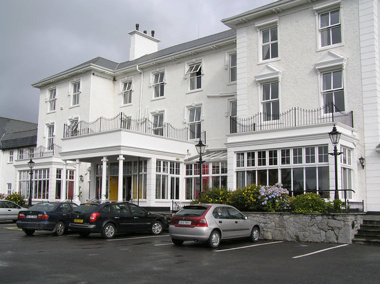 Lisdoonvarna, Irlanda: Front of hotel