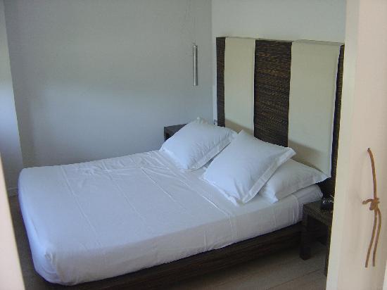 Roma Resort Barberini : bedroom