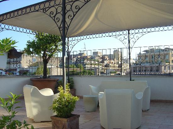 Roma Resort Barberini : front terrace
