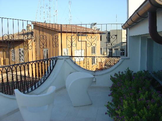 Roma Resort Barberini: rear terrace