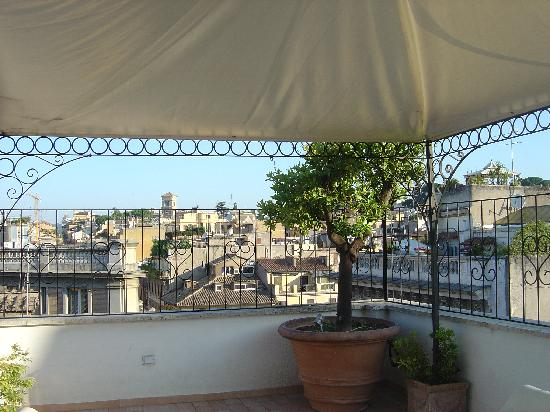 Roma Resort Barberini: front terrace