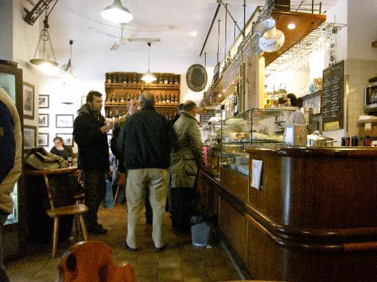 Le Mansarde: La Mansarde - Pub Round the Corner