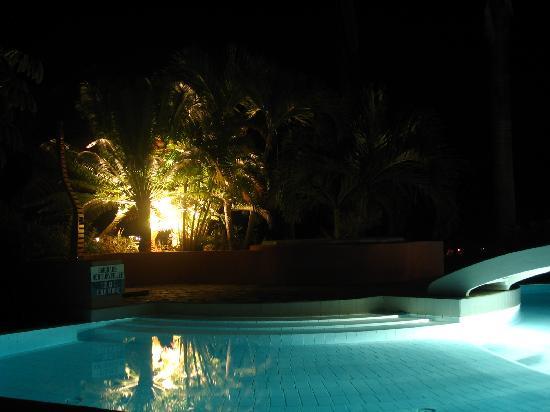 Piscine de nuit un doux bonheur picture of la metisse - Piscine nuits saint georges ...