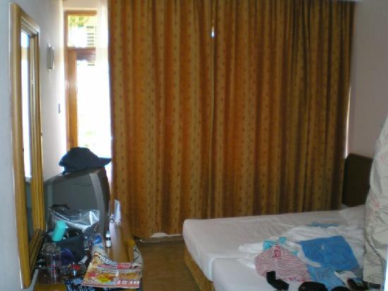 Gorgulu Kleopatra Beach Hotel: Room (so small I wasn't able to take picture to fit)
