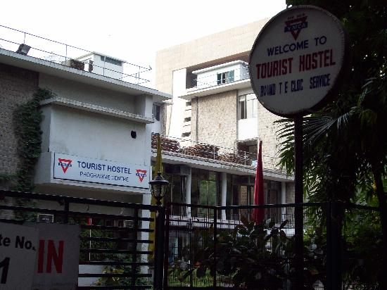 YMCA Tourist Hostel: Outside entrance
