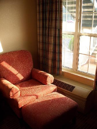 Extended Stay America - Roanoke - Airport: Comfy chair by the window