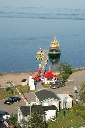 Saint-Simeon, Canada: Whale watchers returning-from Vue Belvedere
