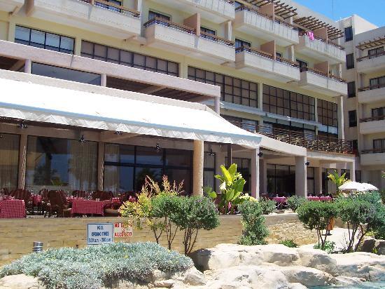 Atlantica Golden Beach Hotel : Outside by pool