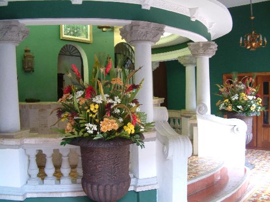 Hotel Colonial: Front desk
