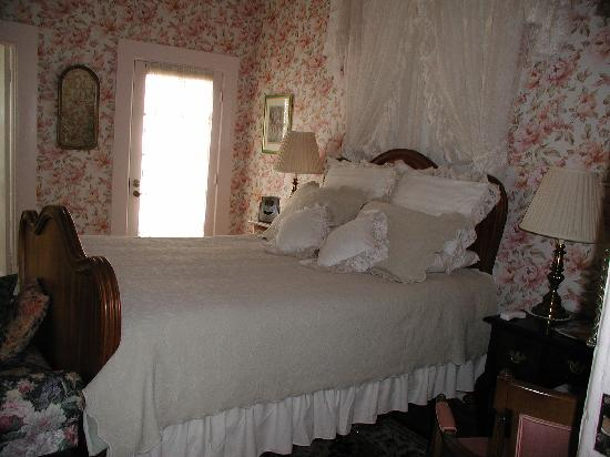 Royal Elizabeth Bed and Breakfast Inn: Guest Room