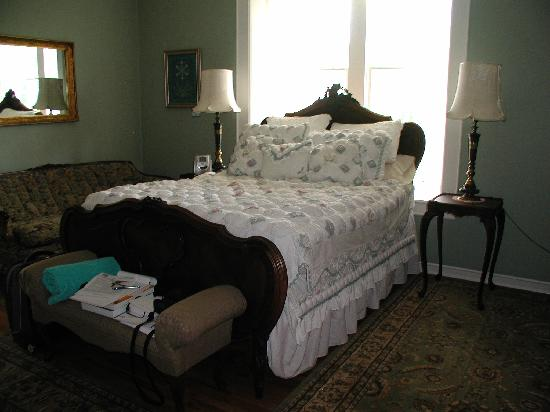 Royal Elizabeth Bed and Breakfast Inn: My Room (excuse the mess!)
