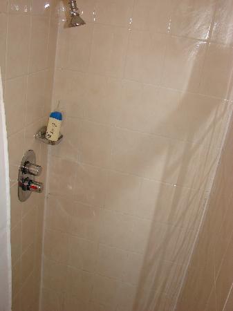 Regency Hotel - Nottingham Place: Shower