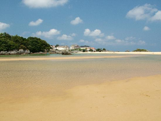 Camping Playa Joyel : The small clean river beside the camp site beach