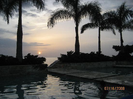 Round Hill Hotel & Villas: Jamaican sunset