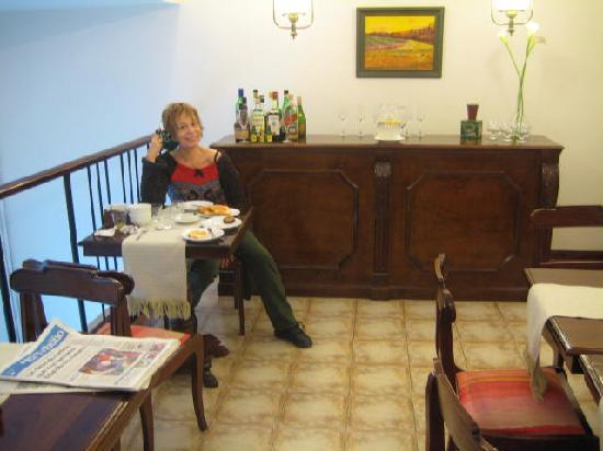 Aldaba Hotel: Cherie in the breakfast room