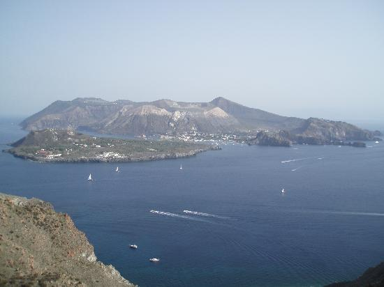 l'isola di vulcano vista dall'osservatorio di lipari