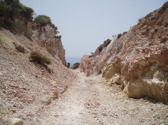 Lipari, Italia: strada nelle cave di caolino