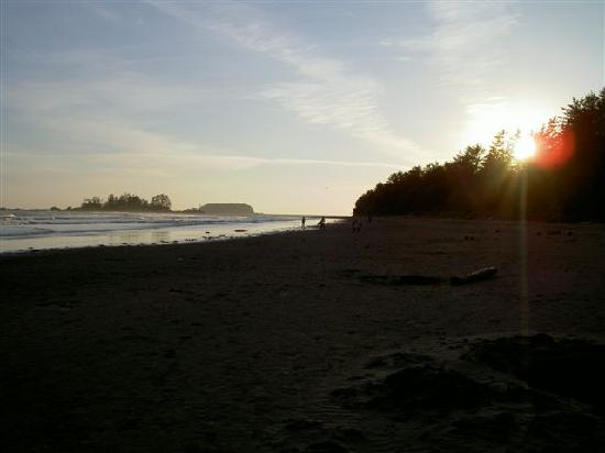 BriMar Bed and Breakfast: Sunset at South Chesterman Beach