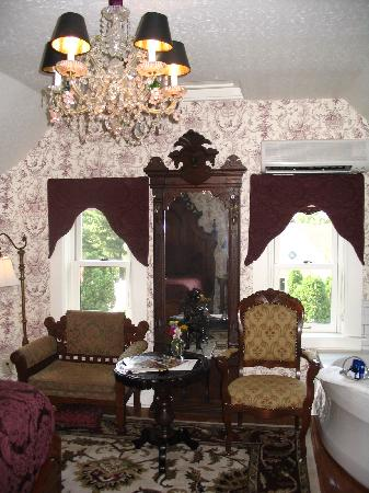 Rivertown Inn: Lewis Carroll Bedchamber
