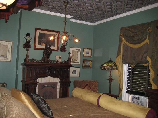 Rivertown Inn: Longfellow Bedchamber