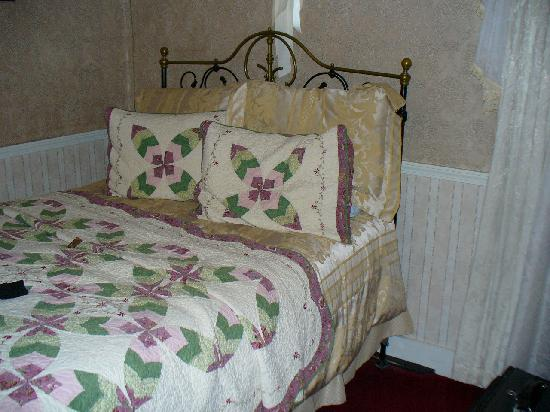 Julian Gold Rush Hotel: Room # 8 (not the Holly Hobby Room)