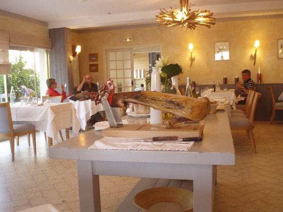 Logis Le Gavrinis : dining room