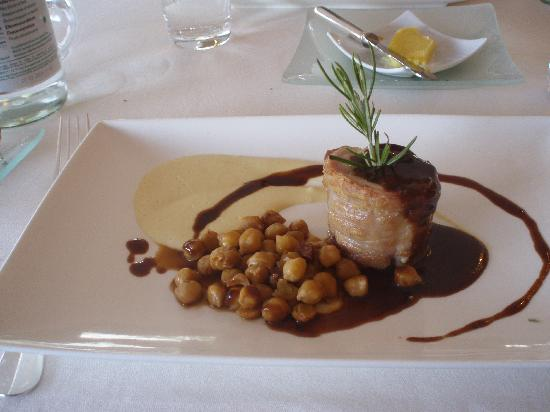 Logis Le Gavrinis : rabbit with chick peas