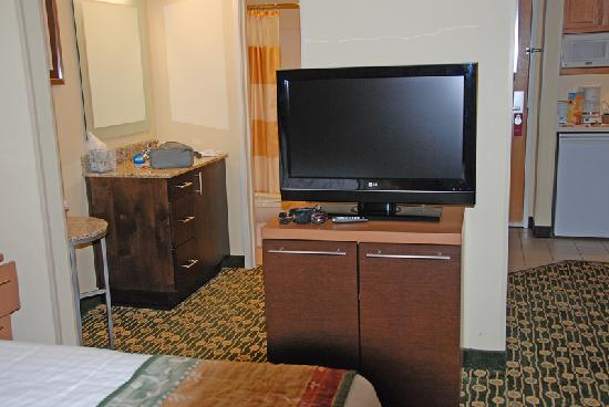 TownePlace Suites Bend Near Mt. Bachelor: bathroom and TV