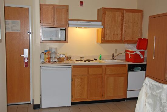 TownePlace Suites Bend Near Mt. Bachelor: kitchenette