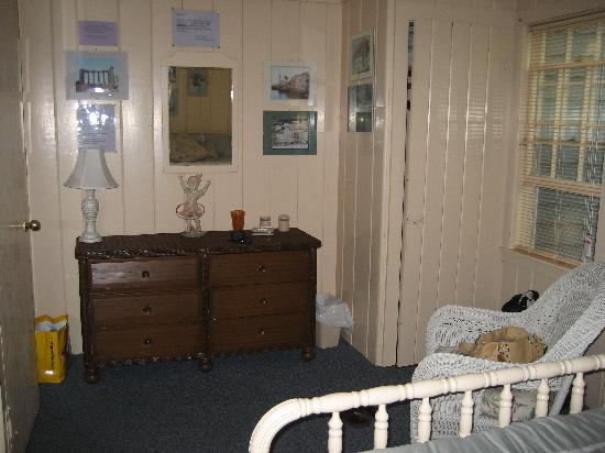 Beach Plum Motor Lodge : View of Entrance- dresser and closet, photos on wall