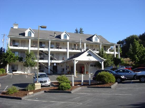 Quality Inn Yosemite Valley Gateway: Front view of the Comfort Inn