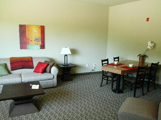 Gaia Hotel & Spa Redding, an Ascend Hotel Collection Member: King Room w/suite