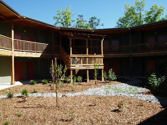 Gaia Hotel & Spa Redding, an Ascend Hotel Collection Member: The courtyard