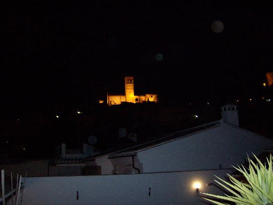 هوتل بالاسيو بلانكو: View of the church at night