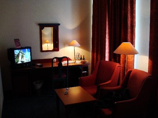 """AKZENT Stadthotel """"Am Goldenen Strauss"""": Tv"""