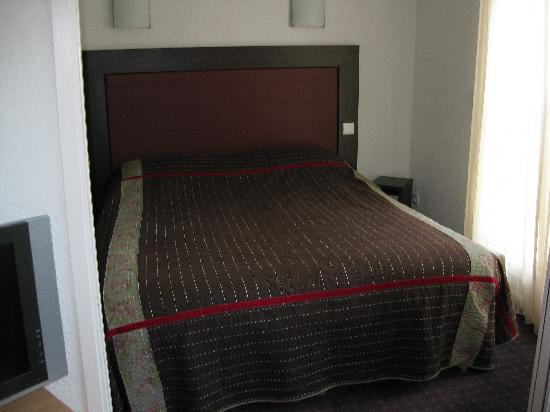 Appart'City Confort Geneve Divonne-les-Bains: bed room is very modern