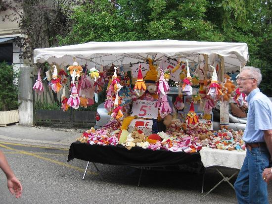 Appart'City Confort Geneve Divonne-les-Bains: sunday market at back of hotel