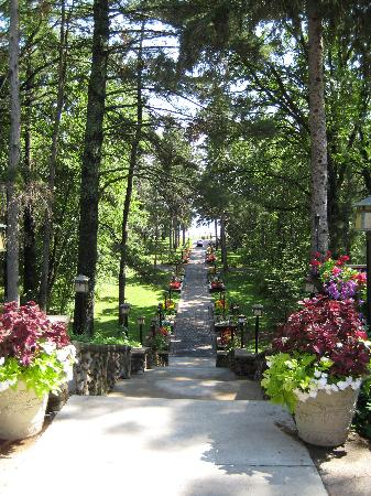 ‪‪Grand View Lodge‬: Walkway from Lodge to the Beach‬
