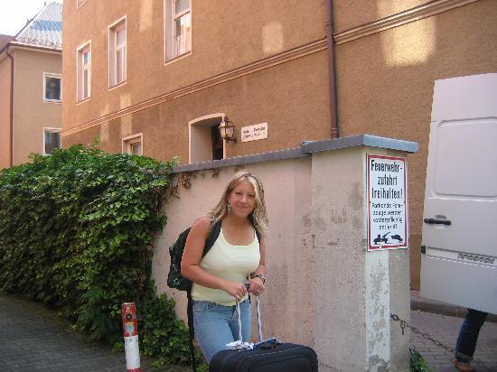 Hotel-Pension Schmellergarten: outside the pension