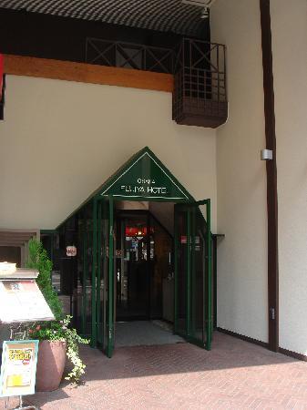 Osaka Fujiya Hotel: entrance 2