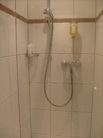 Hotel König Ludwig: the bathroom