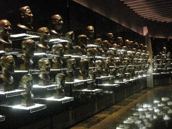 ‪‪Pro Football Hall of Fame‬: Hall of Fame Busts‬