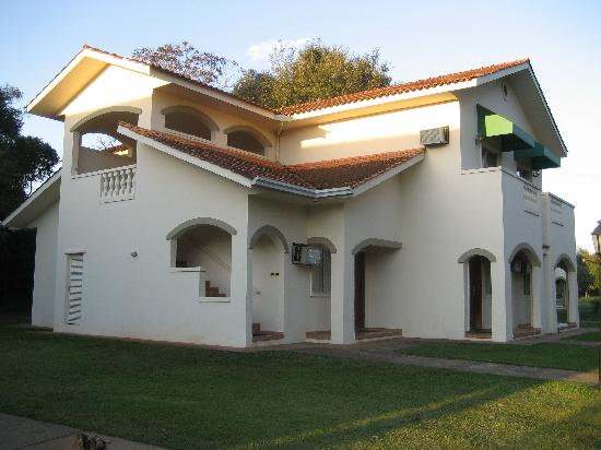 Wish Resort Foz do Iguacu: Thre are 7 apartment complexes like this one.  Our room was there.