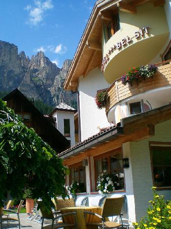 Hotel Bel Sit: l'hotel visto dal giardino