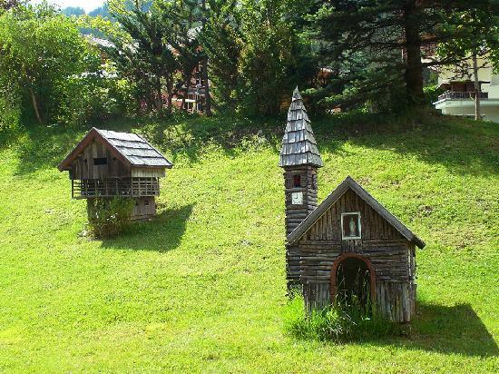 Hotel Bel Sit: le casette costruite nel giardino, deliziose!