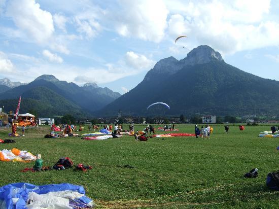 La Ferme de la Serraz: doussard landing field