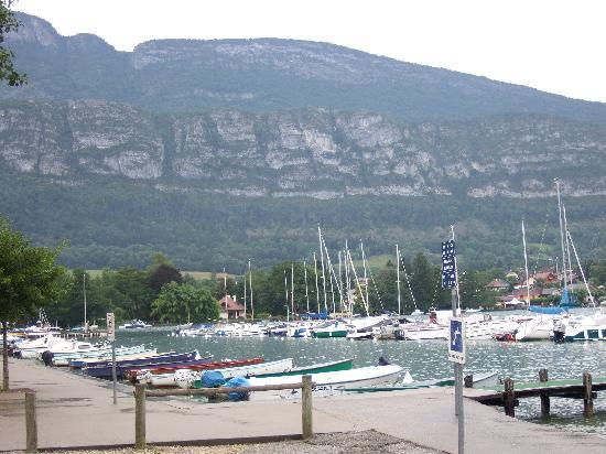 La Ferme de la Serraz: port